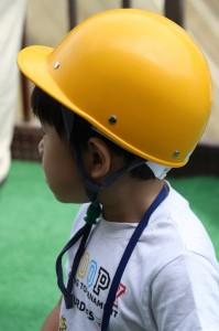 長男さんはヘルメットを気に入ったご様子