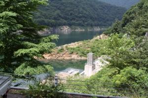 ダム湖水陸両用バス専用入り口